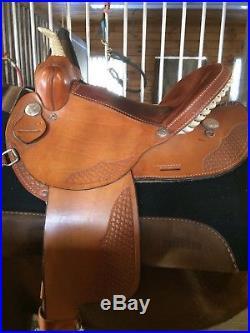 15 Dakota Barrel Saddle plus Tack