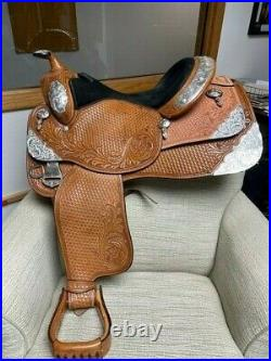 16.5 Dale Chavez Western Show Saddle Light Use, Great Condition