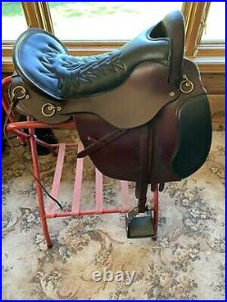 18Tucker Equitation Endurance Saddle, used Good condition. Black and brown