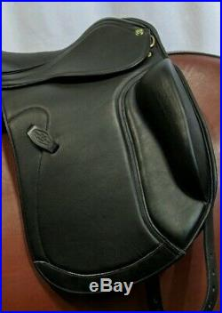 HDR DORTMUND DRESSAGE SADDLE FLOCKED- Wide Width 17.5 Seat